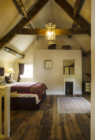 Gorgeous lighting in beamed holiday cottage ... & Beaufort Cottage - Luxurious cottage owned by Cadw Tintern Abbey ...